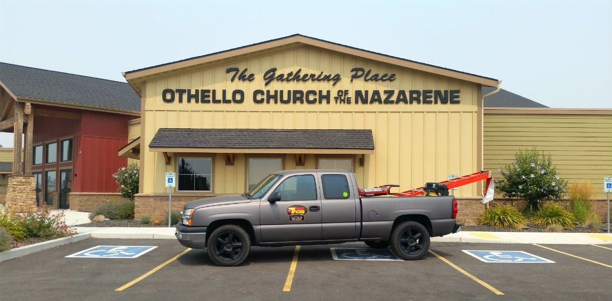Church with Othello Church of the Nazarene Dimensional Entrance Sign and Signs Now truck outside