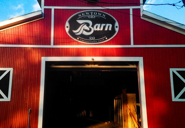Newtown Barn | Aluminum Signs | Exterior Signs | Restaurants & Foodservice | Newtown, OH