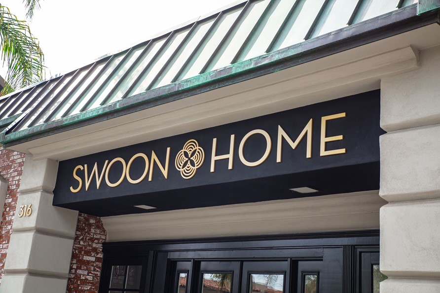 Custom Architectural & Storefront Signs