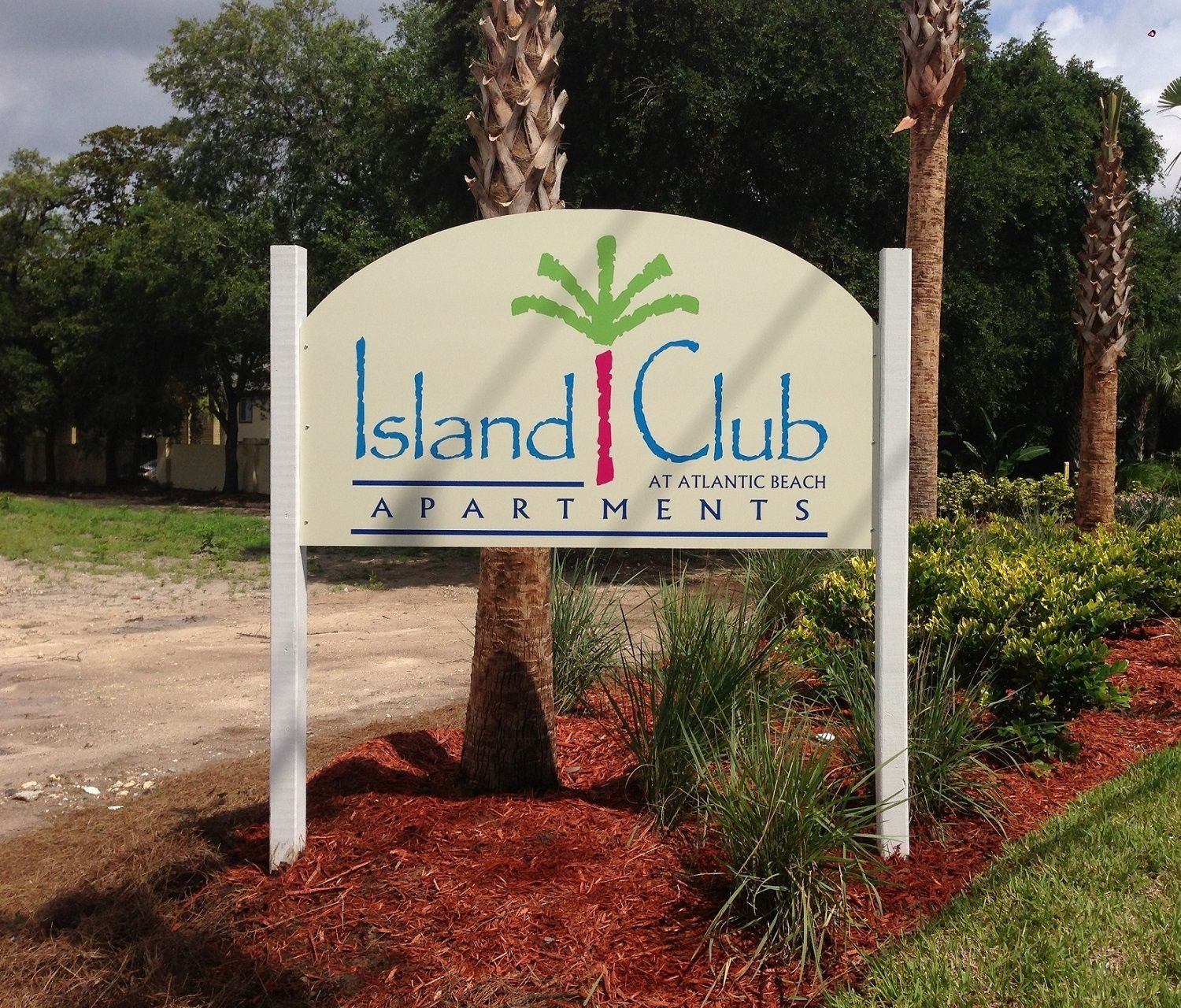 Island Club Apartments: Custom Post And Panel Signs