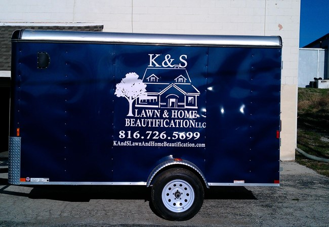 Custom Graphics & Vinyl Decals | Vinyl Lettering | Landscaping & Lawn Maintenance Signage | Kansas City, MO